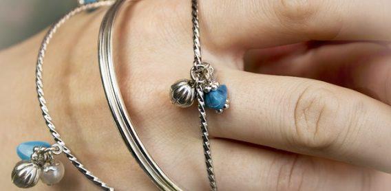 sztuczna biżuteria